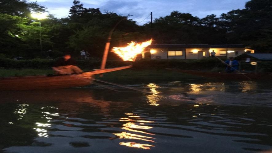 ◆嵐山鵜飼の様子、かがり火の中で鵜飼を見物(7月~9月の期間限定)