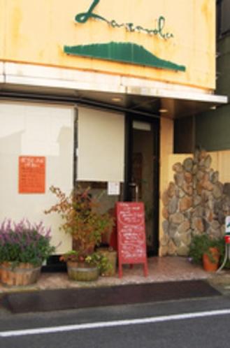 隣接のイタリア料理店「ラ・ターボラ」