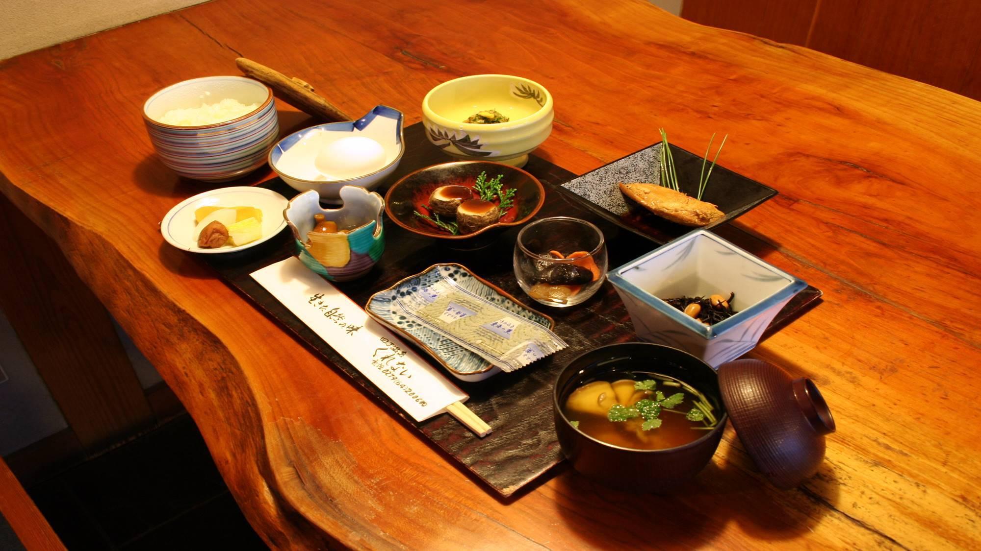 *朝食一例  *朝食一例/手作りの品がうれしい和食をご提供します。