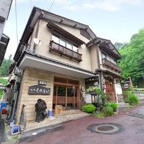 *昭和9年創業-四万温泉で3代に続く老舗宿。旬味を活かした料理と源泉かけ流し湯で癒しの休日を。