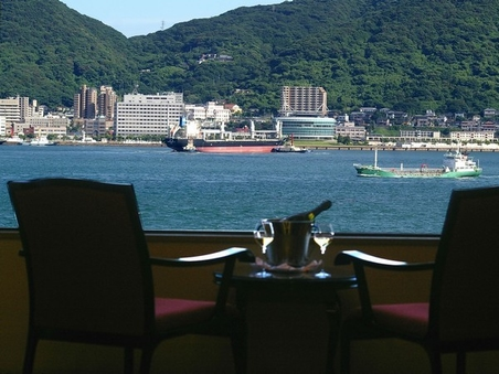 12帖から24帖までの和室を御用意、全室関門海峡を望む。