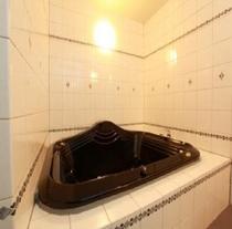☆当館自慢のお風呂  大きな浴槽で1日の疲れを癒して下さい
