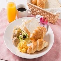 無料軽朝食の洋食系盛り付け例(ビッフェスタイル、)お好きなお料理をどうぞ