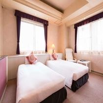 窓が大きく明るいスタンダードツインルーム お部屋の広さは35平米