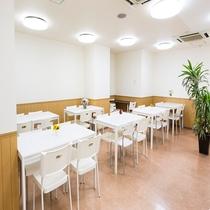 ダイニングルーム(朝食会場、当ホテル1F)