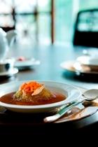 【マンホーチャイニーズレストラン】モダンな雰囲気の店内と本格的な中華料理の数々