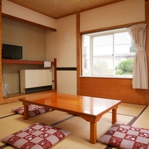 *和室8畳/バス・トイレは共用になります。
