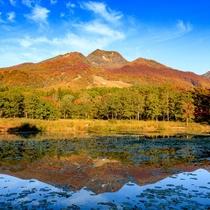 **名峰・妙高山を水面に映すいもり池。一周する遊歩道も整備されていて、散策も楽しめます!