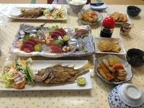 この日は守兄がティラザ(貝)や島ダコ、シャコガイなどいっぱいとってきました。煮物はパパイヤ