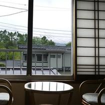 *お部屋からの眺め/大きな窓のそばに腰かけて、ほっと一息つく時間。