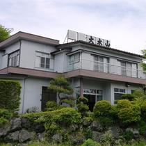 *外観/河口湖から徒歩10分で観光拠点に最適!アットホームな宿です。