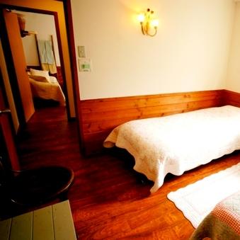 愛犬と寛ぐ広々2部屋つながったファミリールーム 一泊二食付き