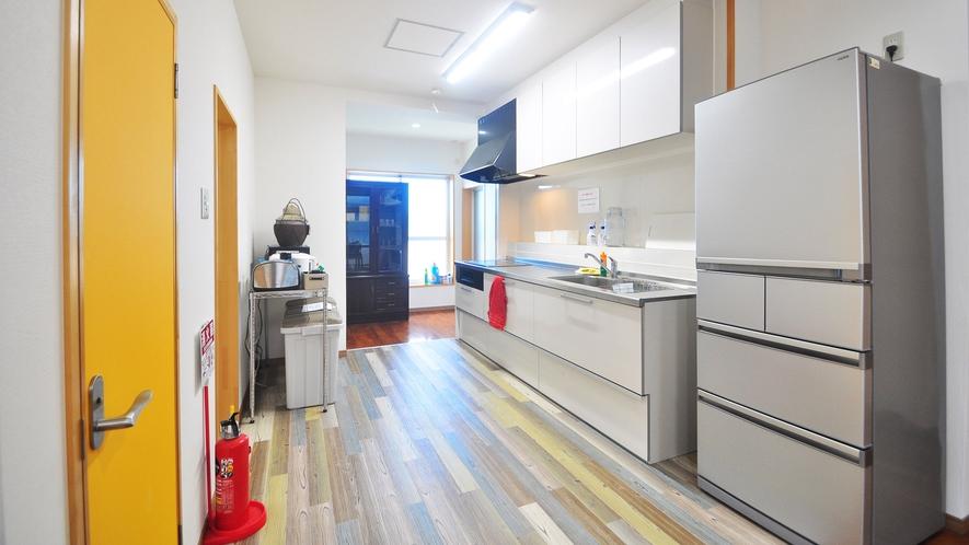 【別館一軒家タイプ】IHコンロと大容量の冷蔵庫がある広々キッチン♪