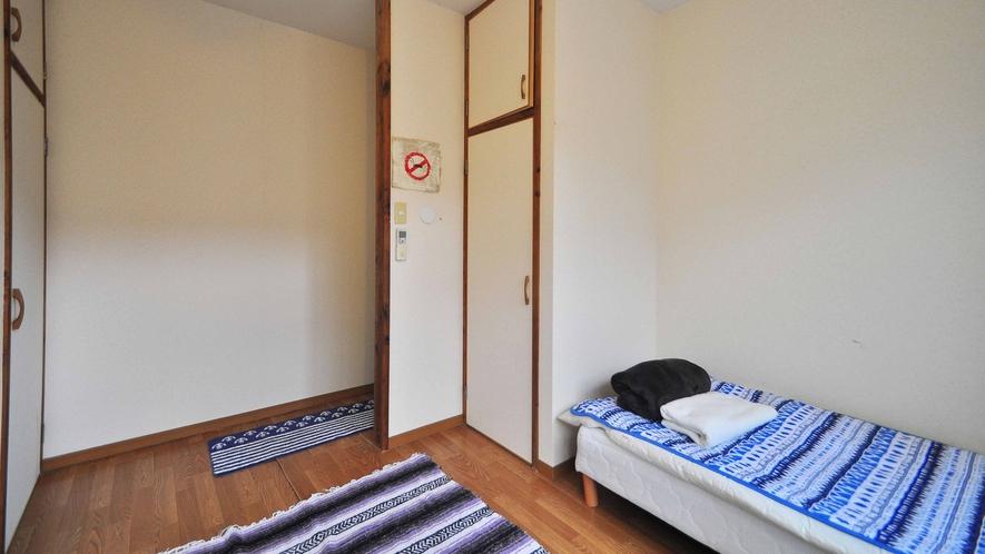 【1階洋室ツイン】ツインルームはカップルでもご利用可能です