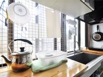 【2階キッチンサブ(共同)】用途に応じ備え付けの調理器具をお使いください