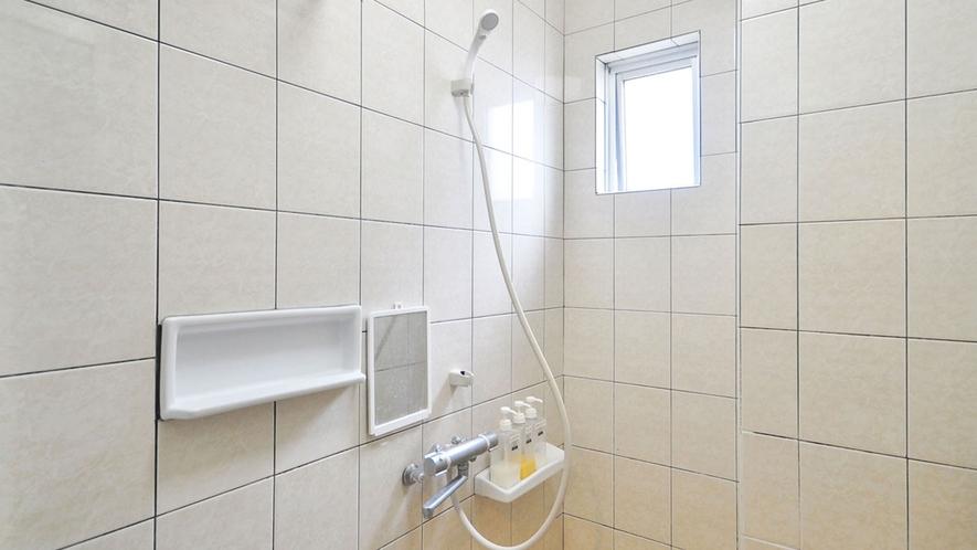 【1階共同シャワー】清潔なシャワールーム