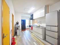 【離れ】IHコンロと大容量の冷蔵庫がある広々キッチン♪