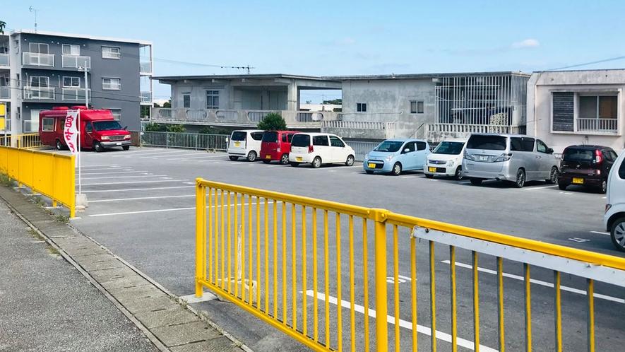【駐車場】隣接した広々とした駐車場