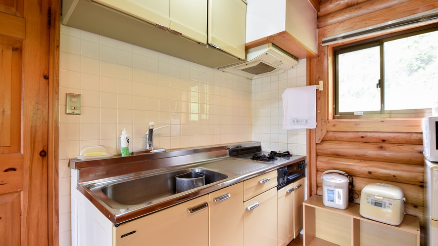 *【ロッジ】調理器具一式(炊飯器、フライパン、食器等)が揃っております。