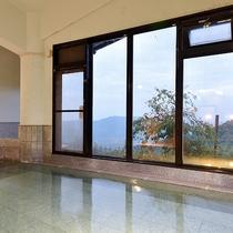 *【大浴場】明るい時間は、国東半島の景色を眺めながら、ゆっくりお湯に浸れます。