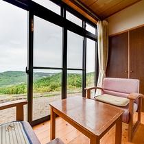 *【和室】各お部屋からは、六郷満山の山なみや、朝日がご覧いただけます。