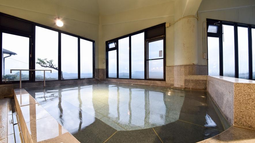 *【大浴場】朝は湯に浸かりながら朝日を望むことができます。