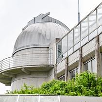 *【天球館】当館の隣にあり天体望遠鏡を備えた施設もご利用いただけます。