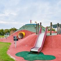 *【天空広場】すべり台やトンネルなど子供たちが楽しめる遊具がたくさん♪