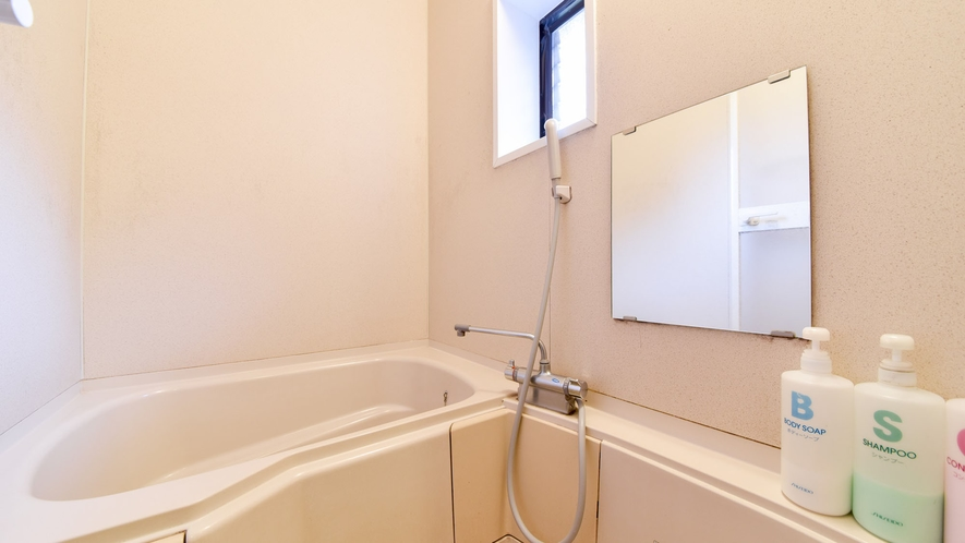 *【ロッジ】家庭用の洗い場付お風呂がございます。