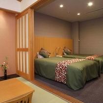 【温泉展望風呂付和洋室】ツイン+8畳(トイレ付)