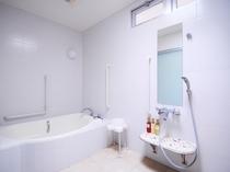 【浴室(バスタブ付)】広い浴室は車椅子での利用も可能