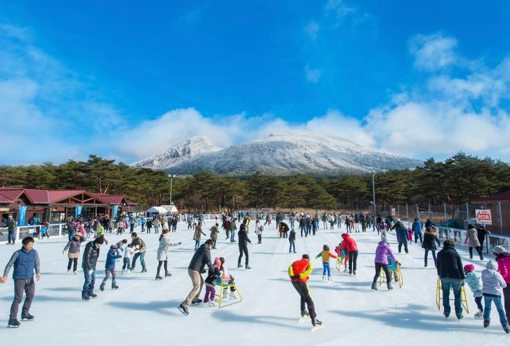 アイススケート滑走風景