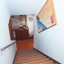 *館内/館内は2階建て、階段をご利用ください。
