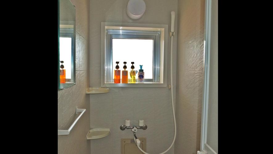 *シャワー室/女性用3室、男性用2室と分かれているので快適♪