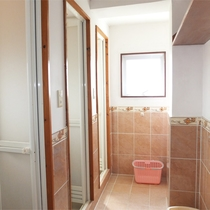 *シャワー室/男女別のシャワー室は滞在中いつでもご利用いただけます。