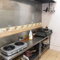 *共有キッチン/大型の業務用キッチンなので使いやすい♪ファミリー、グループ利用も快適です。