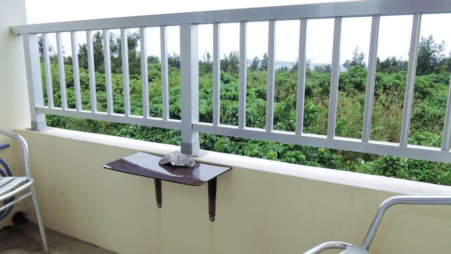 *客室一例/全てのお部屋にバルコニー付き。西側からは海も見えます♪