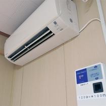 *客室一例/エアコンは有料で120分100円のコイン式。