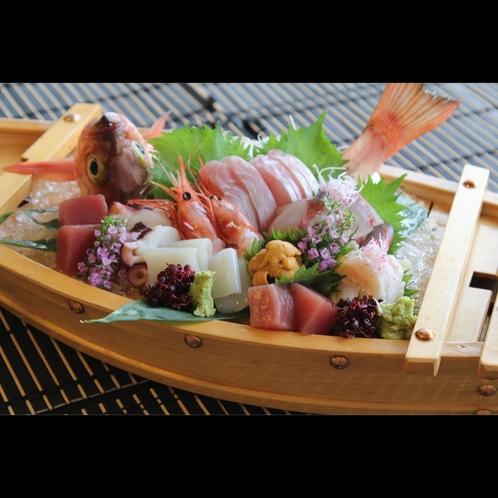 【お造り舟盛り】お祝い事や大人数のお客様にオススメ!プリプリ食感をご堪能ください(別注料理)