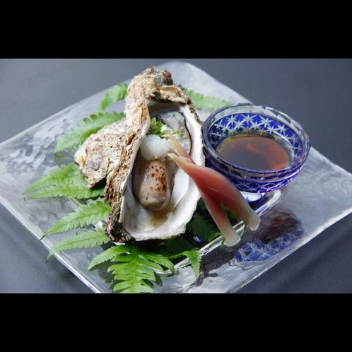 【岩牡蠣】生で食べる贅沢感と口に広がる旨味は絶品(5月中旬〜8月末まで)