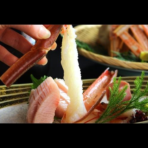 【活ガニの刺身】新鮮だからこそ味わえる上品な甘みを堪能できます