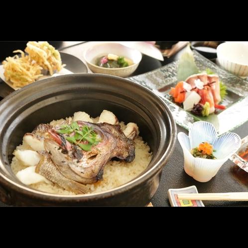 当館自慢の土鍋ご飯、お米の旨味と食材の旨味のバランスを絶妙に整えています