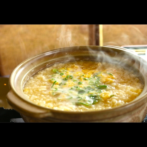 蟹ガラ出汁が効くTHEカニ旨味を雑炊に。こんなにカニの旨味がある雑炊はありません