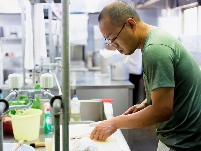 【料理こだわり】素材の旨味を引き出す出汁はすべて自家製、何種類もの食材から最適な出汁を作ります