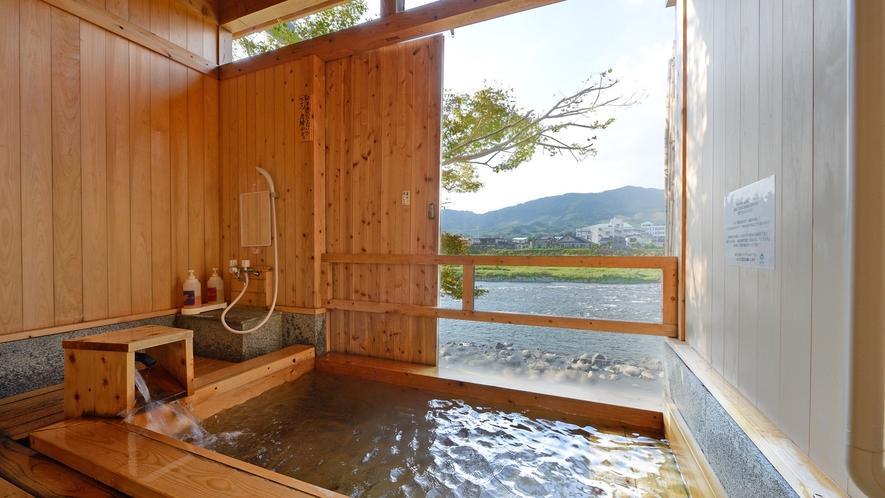 *【貸切風呂】檜風呂…檜のやわらかな香りに包まれる、純和風の露天風呂♪