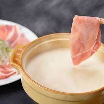*【夕食一例】温泉豆乳しゃぶしゃぶは女性に大人気♪
