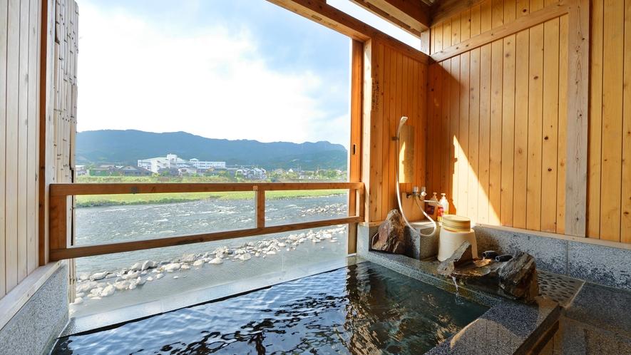 *【貸切風呂】石風呂…滑らかな石の感触が肌に心地よいです。