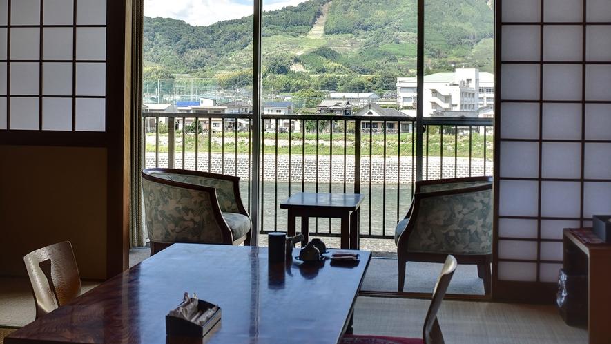 *【お部屋からの眺望】お部屋からは雄大な筑後川が一望できます。