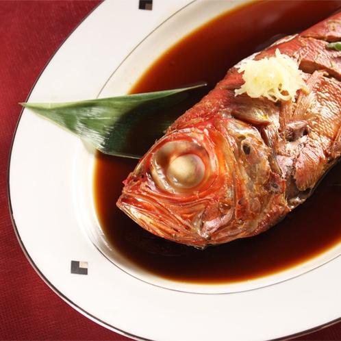 *夕食一例/金目鯛料理は定番のひとつ。煮付けの旨味をお楽しみください。