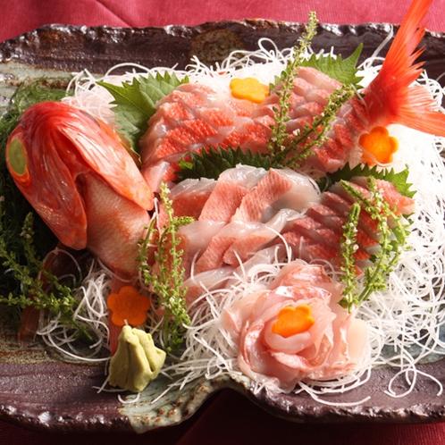 *夕食一例/彩り豊か♪季節ごとの新鮮なお魚を、まずはお造りで堪能。
